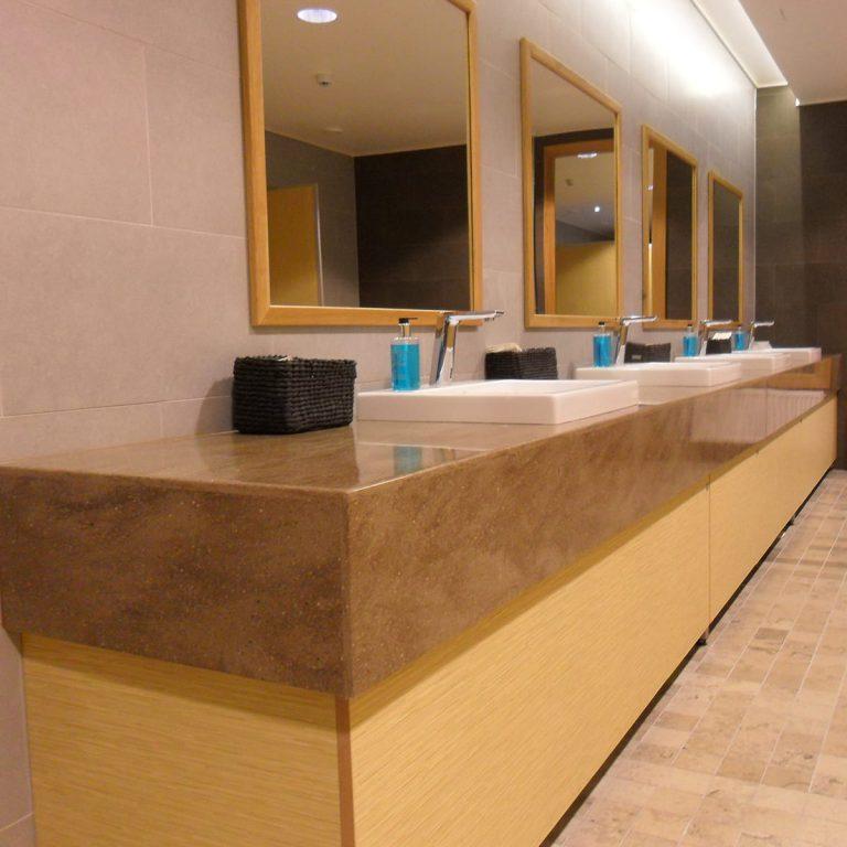 Hämeenkylän kartanon kylpyhuoneen allastaso